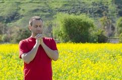 单独祈祷本质上用被扣紧的手 库存图片