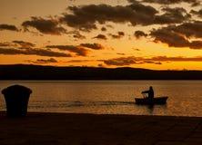 单独荡桨在日落 免版税库存图片