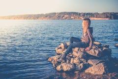 单独青少年的女孩 免版税图库摄影
