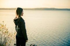 单独青少年的女孩 免版税库存图片