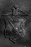 单色朝向的老鹰徽章 库存图片