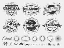 单色葡萄酒商标、徽章、标签T恤杉屏幕的和打印与starburst,箭头,剪刀,轴,船锚,丝带,帽子, f 免版税库存照片