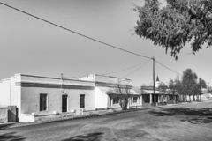 单色街道场面,与历史的房子,在Phillipstown 库存照片