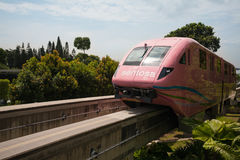 单轨铁路车火车圣淘沙用新加坡表达 免版税图库摄影