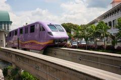 单轨铁路车火车圣淘沙用新加坡表达 免版税库存图片