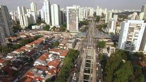 单轨铁路车系统的建筑,单轨铁路车线'17金子'新闻工作者罗伯特Marinho大道,圣保罗,巴西 影视素材