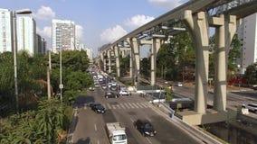 单轨铁路车系统的建筑,单轨铁路车线'17金子'新闻工作者罗伯特Marinho大道,圣保罗,巴西 股票录像