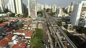 单轨铁路车系统的建筑,单轨铁路车线'17金子'新闻工作者罗伯特Marinho大道 影视素材
