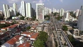 单轨铁路车系统的建筑,单轨铁路车线'17金子'新闻工作者罗伯特Marinho大道 股票视频