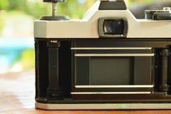 单镜头反射照相机开放影片压力板和显示快门帷幕 免版税库存照片