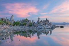 单音黎明的湖 免版税库存图片