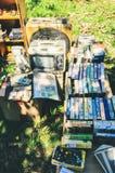 卖古董和收藏家项目在露天市场告诉了Bo 库存图片