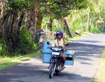 卖在一辆摩托车在巴厘岛 免版税库存图片
