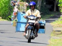 卖在一辆摩托车在巴厘岛 免版税库存照片