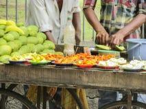 卖在南印度的健康果子在热的夏天 免版税图库摄影