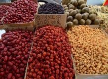 卖在唐人街的干草本和干食物 免版税库存照片