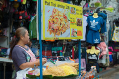 卖在城市stree的垫泰国泰国全国面条 曼谷泰国 免版税图库摄影