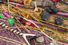 卖在市场上的蒙古工艺品 免版税库存图片