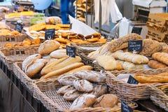 卖在市场上的面包,荷兰 免版税图库摄影