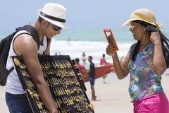 卖在海滩的首饰 免版税库存图片