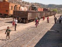 贩卖在火车中止 免版税库存图片