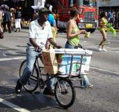 卖在狂欢节的供营商冰淇凌,牙买加 免版税库存照片