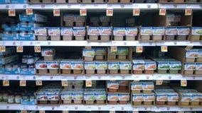 卖在超级市场的婴儿食品 库存照片
