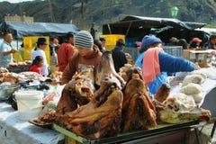 卖在食物的厄瓜多尔种族人民失去作用 免版税库存图片