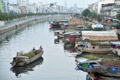 卖在Binh东轮渡的花 免版税图库摄影