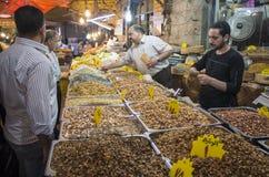 卖坚果的供营商在阿曼约旦 库存图片