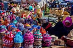 卖帽子,马拉喀什的妇女 免版税库存图片