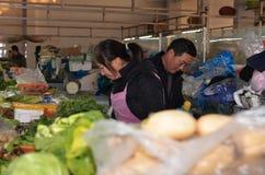 卖新鲜农产品的市场遍及中国是共同的 库存照片