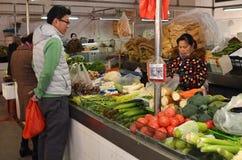 卖新鲜农产品的市场遍及中国是共同的 库存图片
