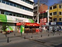 卖新鲜的汁液的街道咖啡馆在伊斯坦布尔土耳其的中心 库存照片