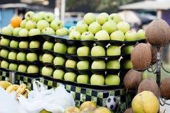 卖果子在街市上 库存照片