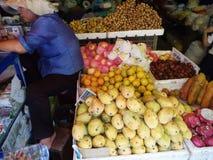 卖果子的妇女 库存照片