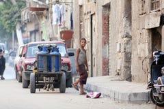 卖气体的埃及孩子 库存照片