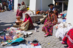 卖的吉普赛人他们在锡比乌小正方形的物品  免版税库存图片