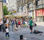 卖艺人在维也纳 库存图片