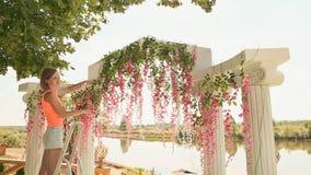 卖花人装饰与花1的婚礼曲拱 影视素材