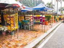 卖花花圈诗歌选的贸易商 免版税库存照片