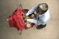 卖街道食物的叫卖小贩 免版税库存照片