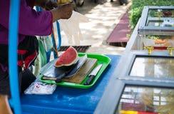 卖西瓜的叫卖小贩 免版税图库摄影