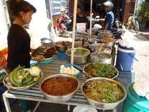 卖食物的妇女 库存图片