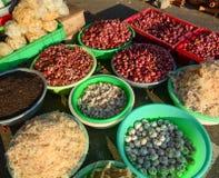 卖香料在市场上在Nhatrang,越南 库存照片