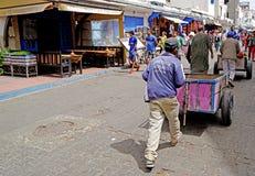 卖主和他的推车在索维拉 免版税库存照片