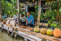 卖主Amphawa曼谷浮动市场泰国 免版税库存图片