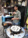 卖jalebis在班格洛,印度 库存照片