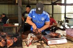 卖Sinalau Bakas或抽烟的野公猪 免版税图库摄影