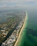南佛罗里达使鸟瞰图靠岸 免版税库存照片